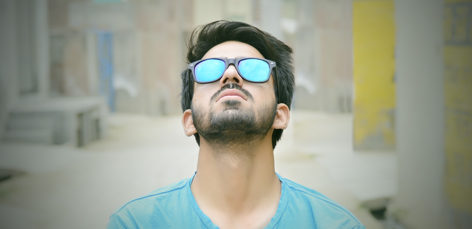 Mann med solbriller